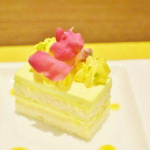 黄色いお花イモーテルをイメージした「レモンクリームのガトー」。