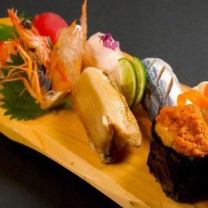 「お寿司盛り合わせ」ランチ2,000円、ディナー2,500円。※2020年内は日曜のみ提供。