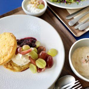 「麹甘酒フレンチトースト ベリーマスカルポーネクリーム」1,200円。甘い朝ごはんで元気を出したい人に。