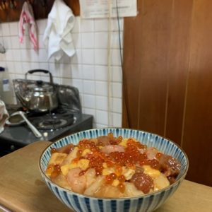 錦市場の端にある〈寿司 さか井〉で頂ける「ゴージャス丼」。