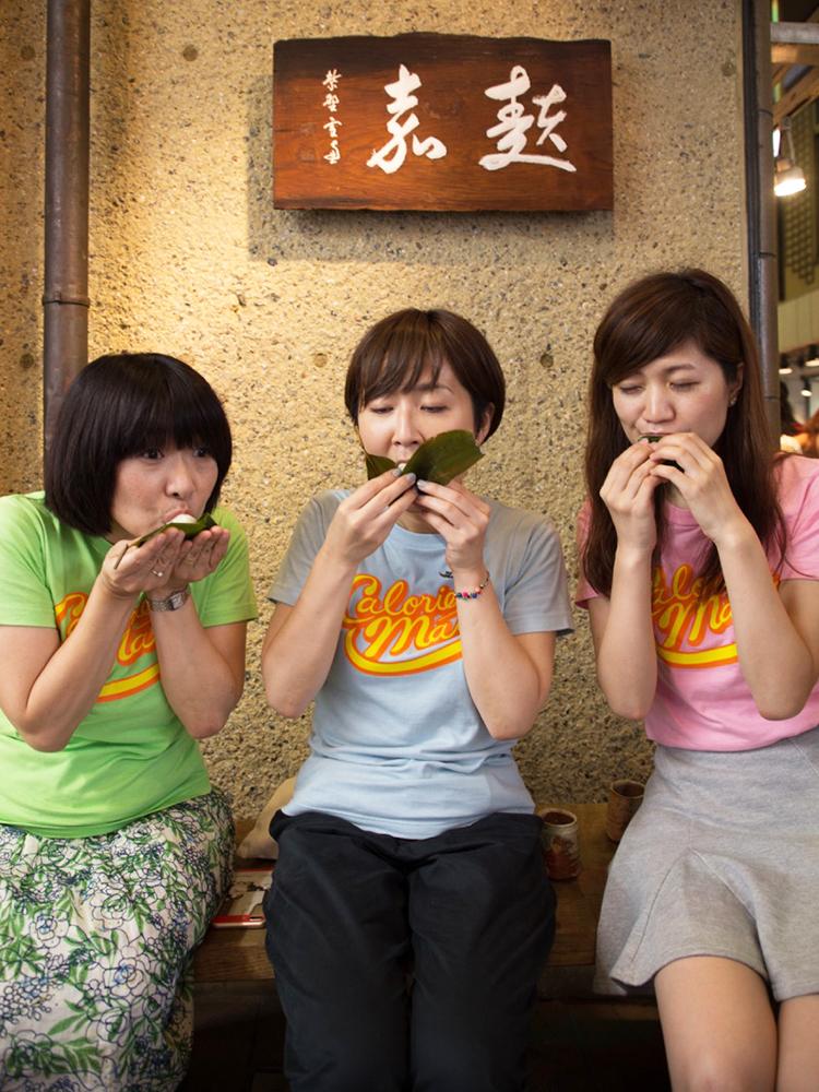 〈麩嘉 錦店〉では名物の「麩饅頭」をほおばりたい。