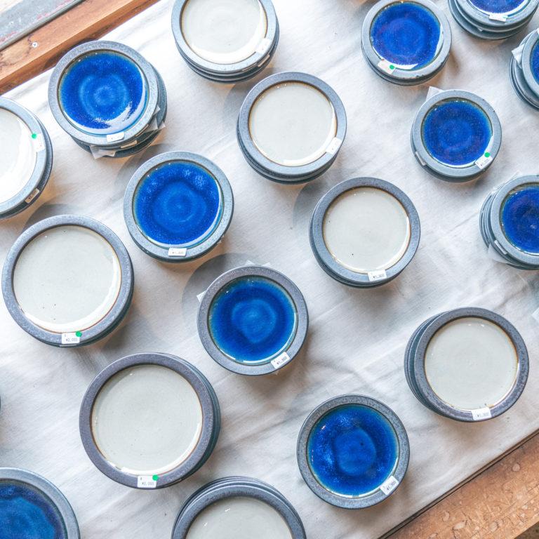 #出西窯 #独特の深みのある青い器が美しい