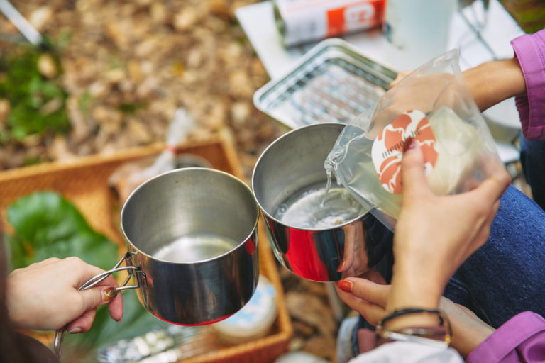 チーズの保存液には塩分があるため、スープで使用。