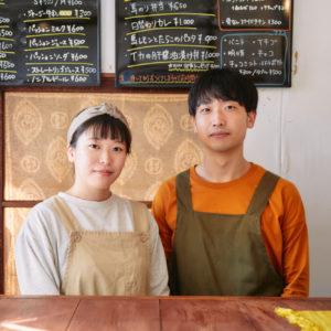 左から大澤萌さん、パートナーの千葉さん。