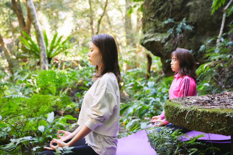 最後は、滝の音に意識を集中しながら瞑想。