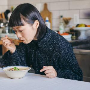味噌汁は朝に作るときもあれば、前日の夕食の残りのときも。お腹が温まり、頭がシャキッとします。