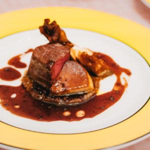 「国産牛フィレ肉のロティ フォアグラソテー添え トリュフ風味のソースヴァンルージュ」