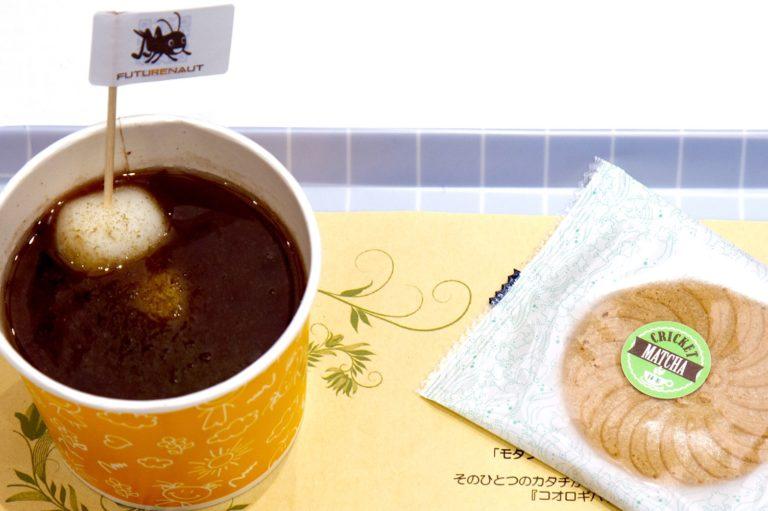 コオロギパウダー入りのお汁粉 + 抹茶ゴーフレット 700円(税込)。