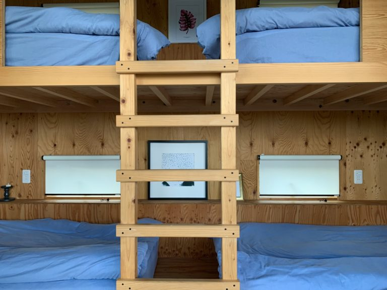 バンクベッドが2台。