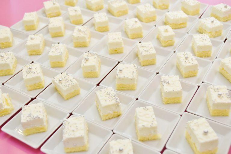 「粉雪のレアチーズケーキ」。