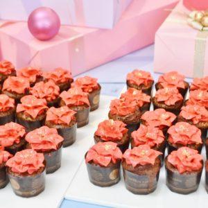 「ポインセチアのチョコカップケーキ」。