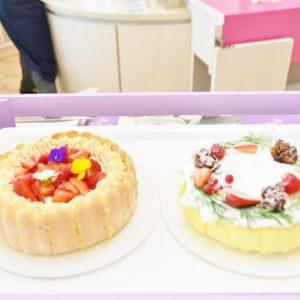 「バニラとジャスミンのシャルロットケーキ」、「クリスマスリースのスフレチーズケーキ」。
