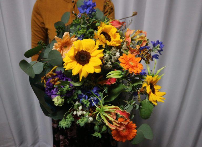 写真は「グラン・ブーケ」。両手いっぱいの花束は気分が高まります!
