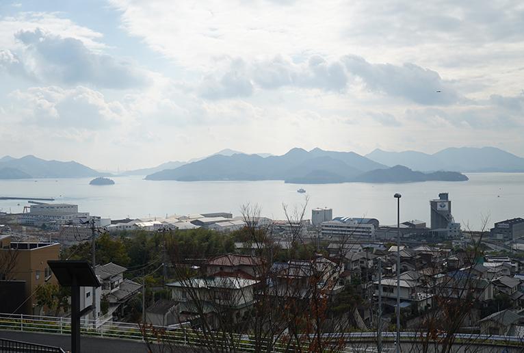 瀬戸内海の多島美を一望。