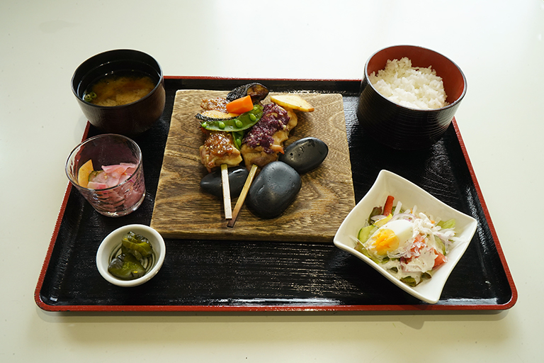 「神明鶏水軍焼定食」1,000円。
