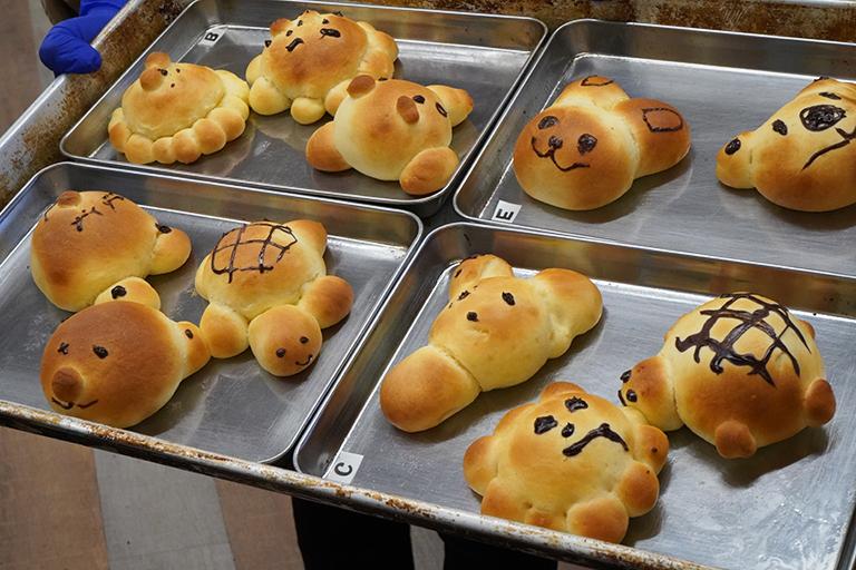 焼き色がついて、ぷっくりかわいい動物パンのできあがり。