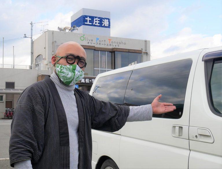 妖怪美術館館長&妖怪画家の柳生忠平さん。