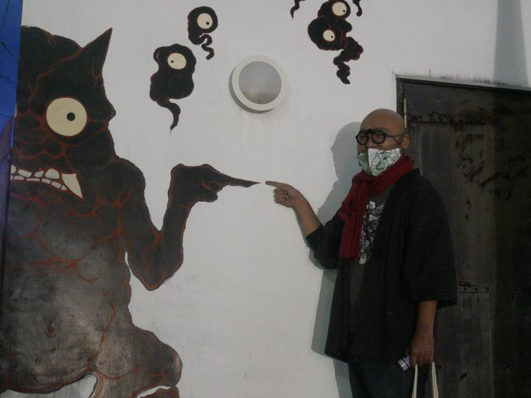 妖怪美術館1号館前『みちしるべぇ』の壁画と一緒に撮るのもカワイイ!