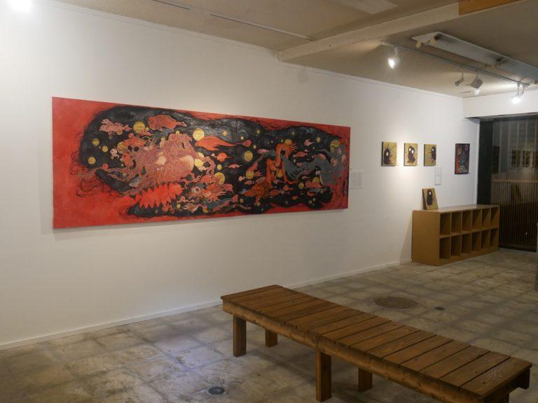 1階は購入できる現代アート作品を展示。