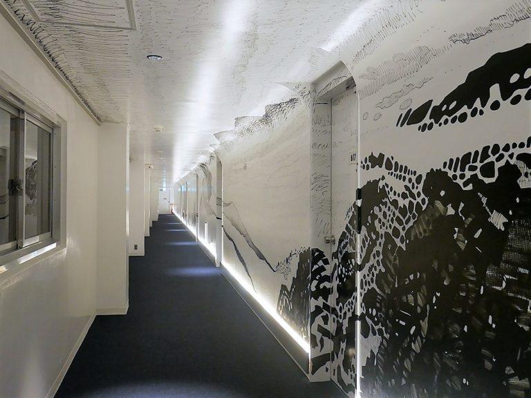 幅約45メートルの廊下すべて!