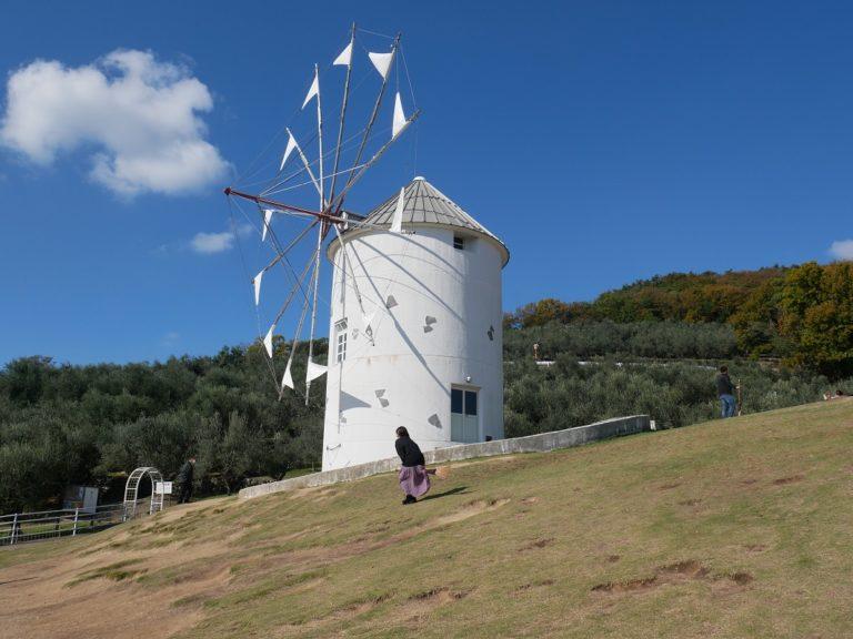 ギリシャ風車の前でとっておきの1枚を。