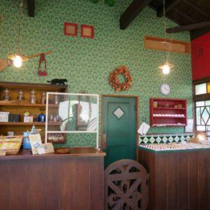 映画『魔女の宅急便』のロケセットをそのまま使用した雑貨屋さんは、店内も撮影可能!