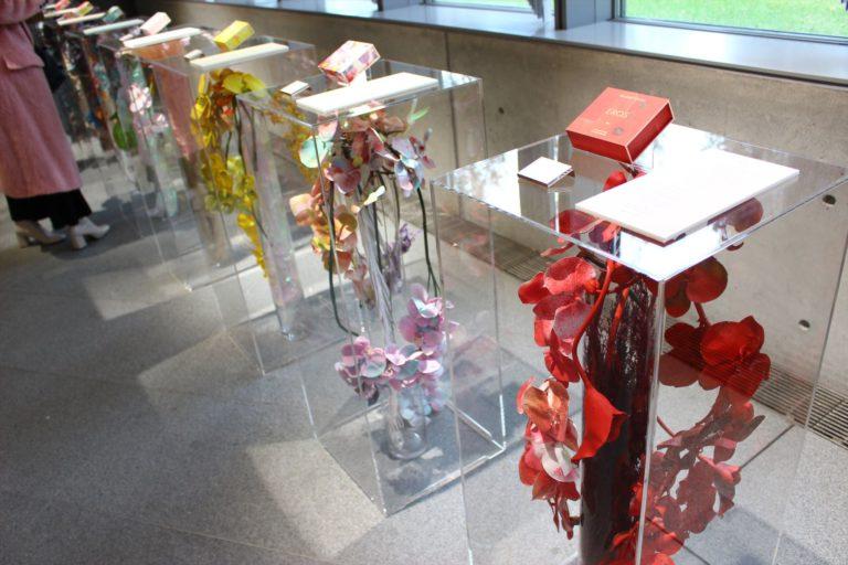 会場にはそれぞれの商品をイメージしたオブジェを展示。