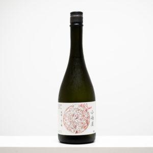 山形県米沢市で安土桃山時代に創業したという〈小嶋総本店〉。代表銘柄は「東光」だが、この「小嶋屋 無題」シリーズは、既存の酒造りの枠にとらわれず、自由に醸した新しいお酒。