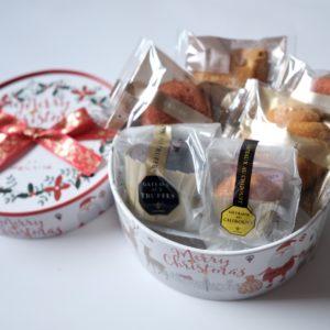 トリュフケーキ、いちごケーキ2個、マドレーヌ、ヌーヴェルガレット(バニラ)、ガトー・シブーストミニの合計6つの焼き菓子がセットに。