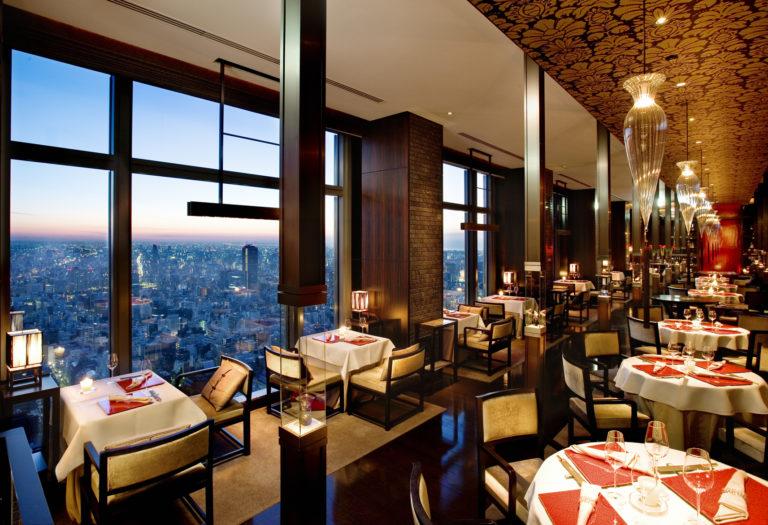 37階に位置する、広東料理〈センス〉の洗練された空間。