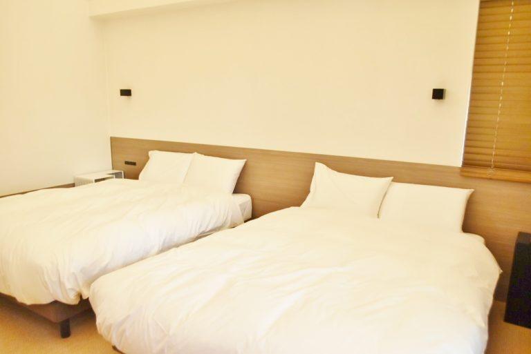 寝具は〈西川〉のデュべ、ふとん、〈エアウィーブ〉の枕、ベッドマットレスを使用しています。
