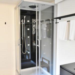 全身温まれるシャワーブースもアリ。