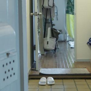 多田くんはいつもこの玄関で料理を受け取り、帰ってしまう…(涙)。