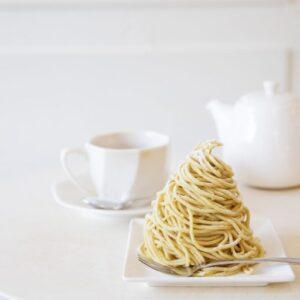 〈Pâtisserie l'abricotier〉/高円寺...「モンブラン」539円(税込、テイクアウトは529円)、ドリンク440円〜(ケーキセットの場合はドリンク110円引き)。