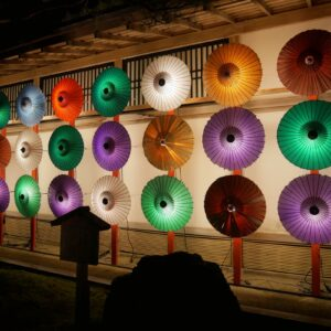 「和傘の灯り」ゾーンも華やか。