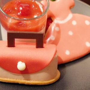 〈ANA インターコンチネンタルホテル東京〉の「ストロベリー・アフタヌーンティーセット」で春気分。