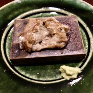 箸を入れると、胡麻豆腐がトロリ。