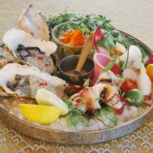「季節の魚介と野菜のシーフードガーデンプラッター」2,400円。