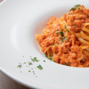 「カニのトマトクリーム(1,760円)」は、旨味を閉じ込めた濃厚なソースとリングイーネの相性が抜群。