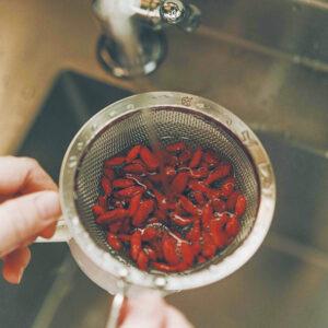 手軽にクコの実を。/お茶でもスープでも楽しめる食材といえばクコの実。滋養強壮、眼精疲労や血糖値の抑制に働きかける。抗酸化作用も期待でき、アンチエイジングの観点でも注目の食材。