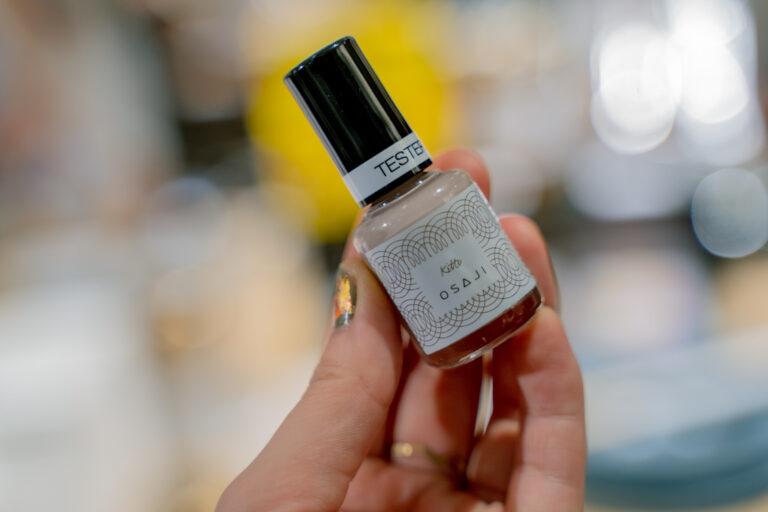 〈osaji〉のネイルは、爪の潤いを保ったままほんのり色づく、控えめで女性らしいカラーが大人気。