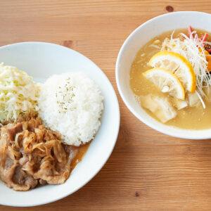 左から「御嶽ジンジャー」1,000円(税込)、「地元産ゆず香る 鶏そば」850円(税込)。