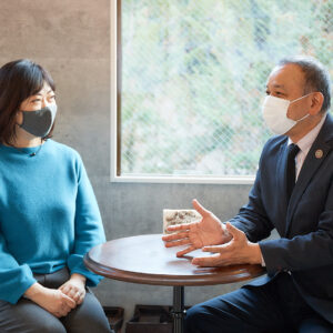 左から嶋田美恵子さん、小林利男さん。