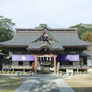 """【茨城】癒しのパワーが満ちる〈大洗磯前神社〉へ。おだやかな空気と絶景に心洗われる""""回帰の地""""。"""