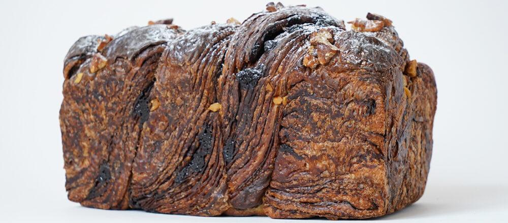 生地にチョコレートたっぷり!注目ベーカリーで買える絶品「チョコレート食パン」5選。