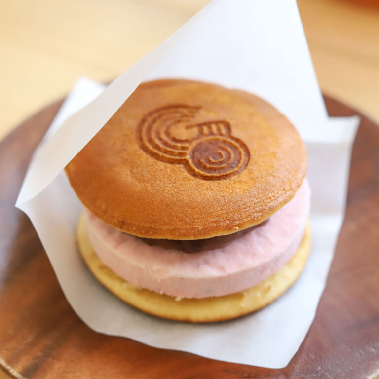 「アイスクリームチーズ苺どら焼き」500円