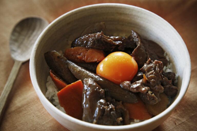 「牛すじと根菜の煮込み」