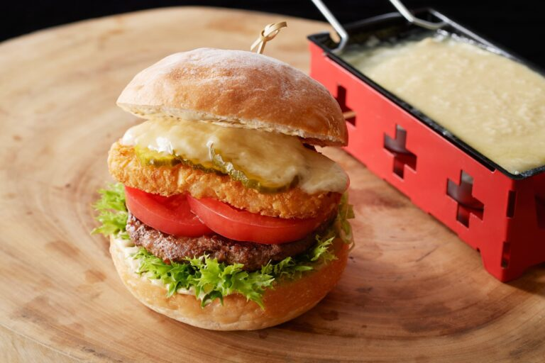 「チーズフォンデュ バーガー」1,400円。