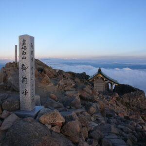 白山比め神社-白山奥宮御前峰