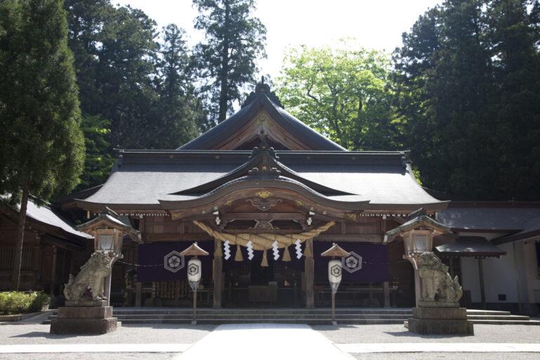 白山比め神社-拝殿